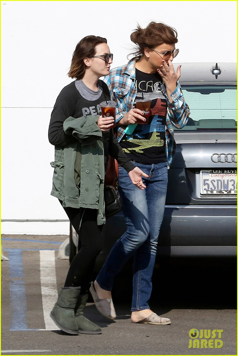 leighton meester lunches after night with adam brody 052805952