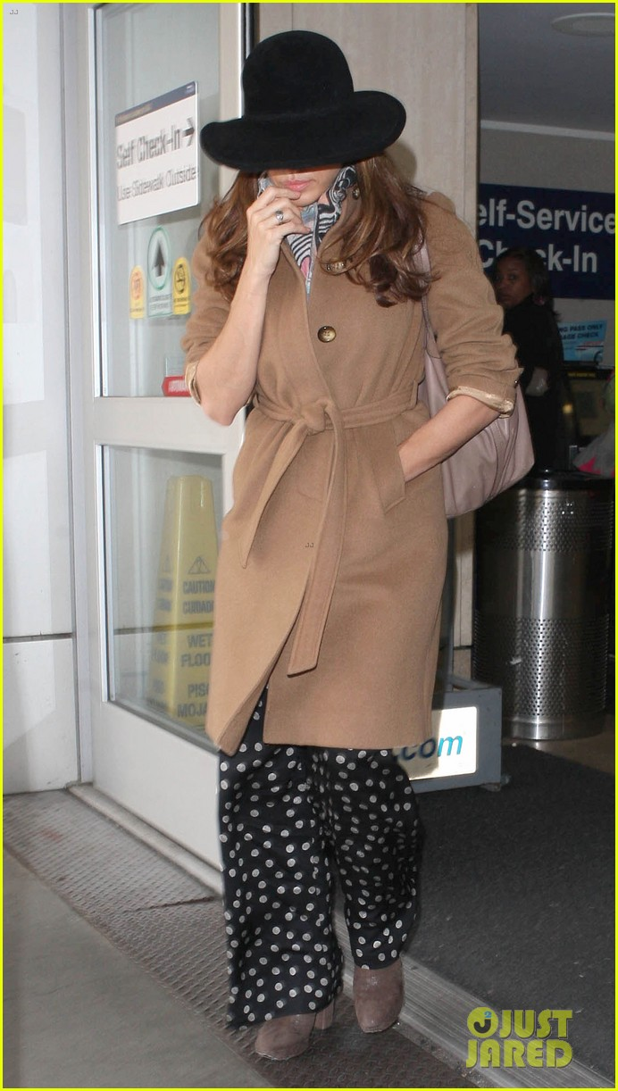 eva mendes to launch own fashion brand 052810546