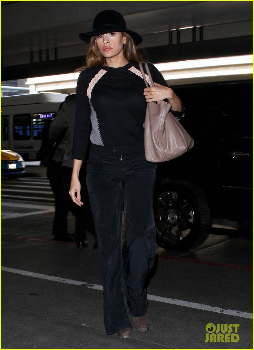 eva mendes takes flight after ryan gosling casting rumor 01
