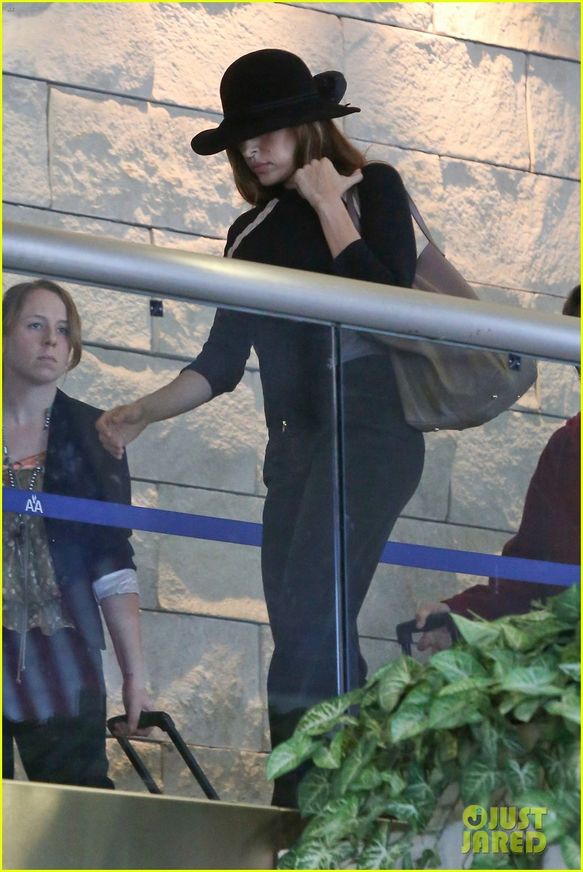 eva mendes takes flight after ryan gosling casting rumor 032806850