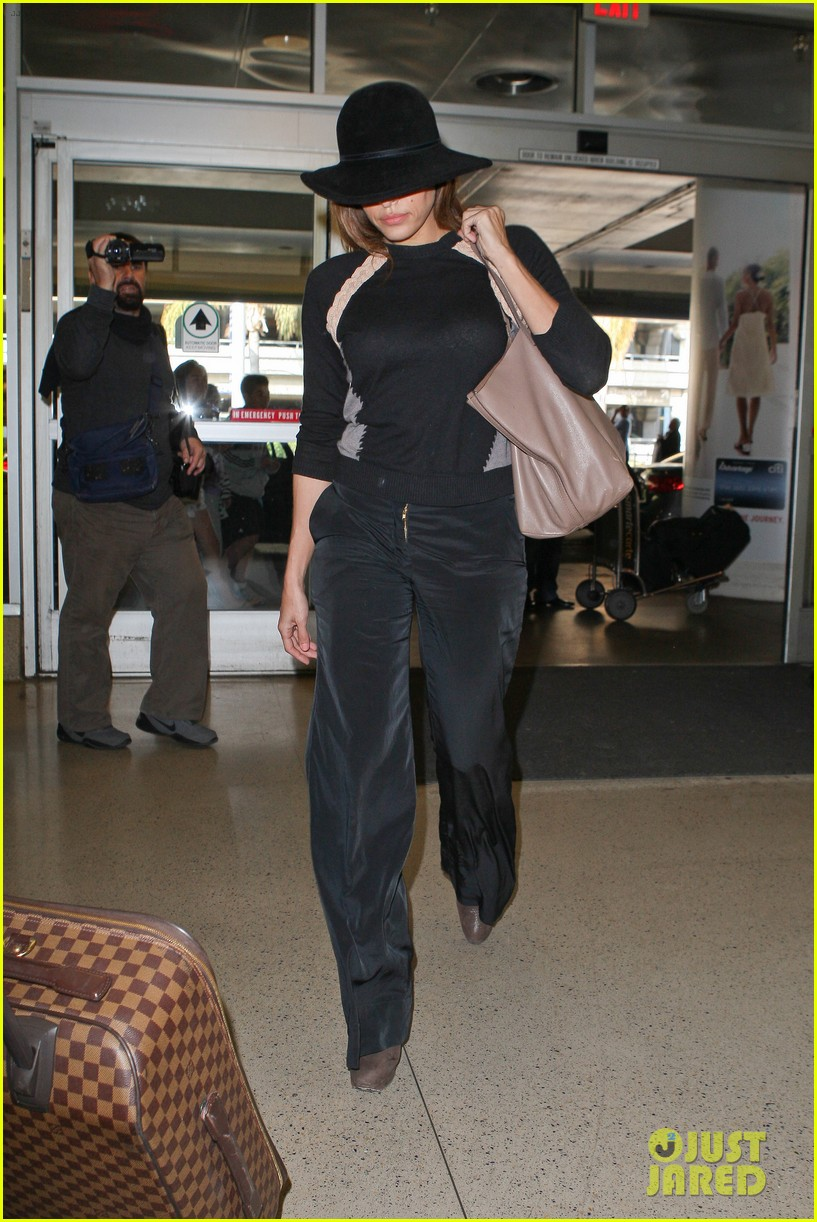 eva mendes takes flight after ryan gosling casting rumor 05