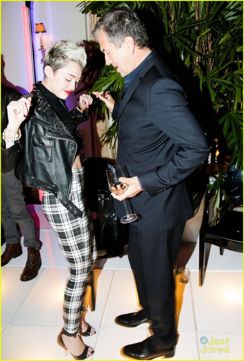 miley cyrus mario testino prism exhibit reception 042818728