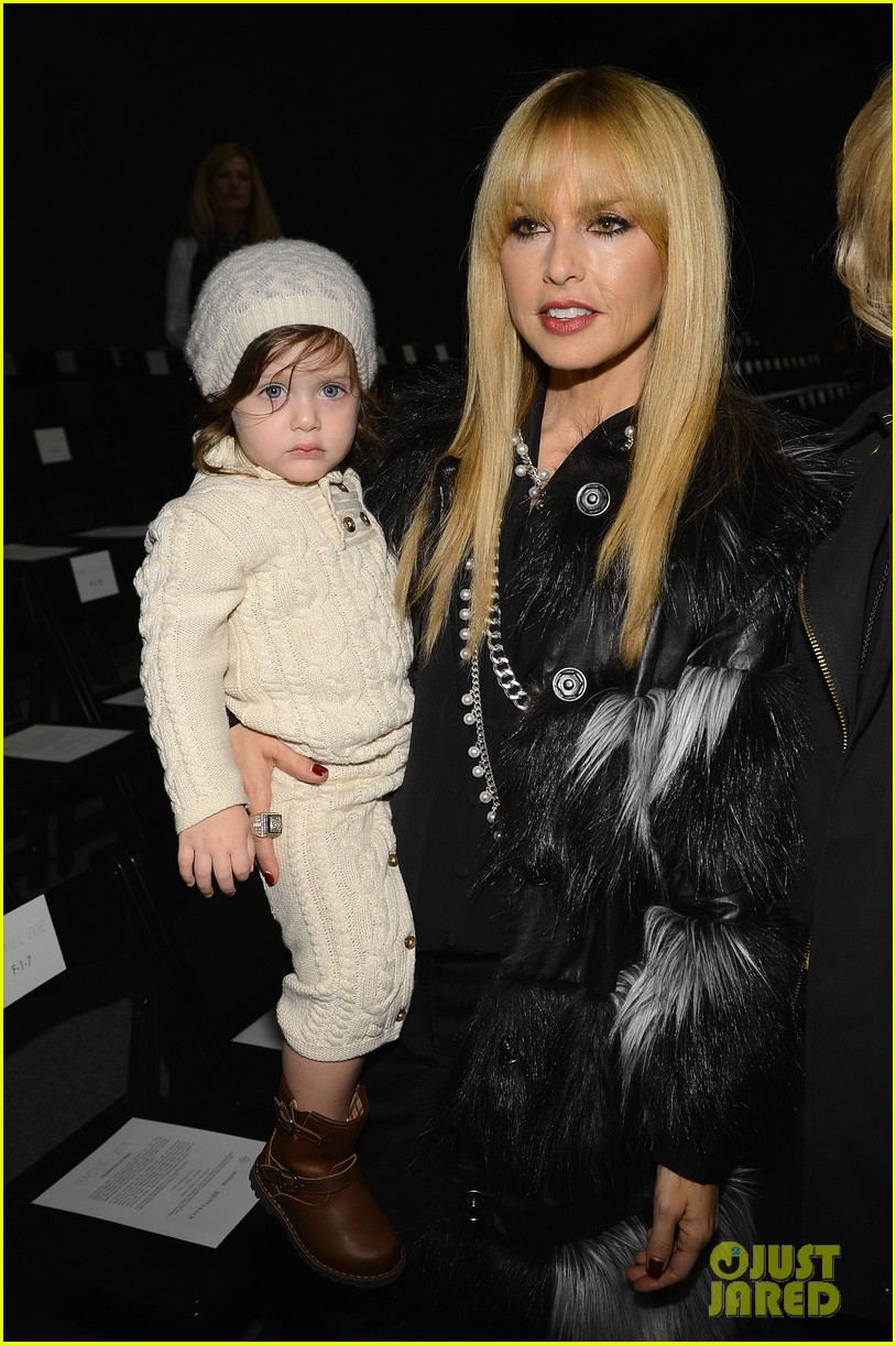 miley cyrus rachel zoe fashion show with mom tish 03