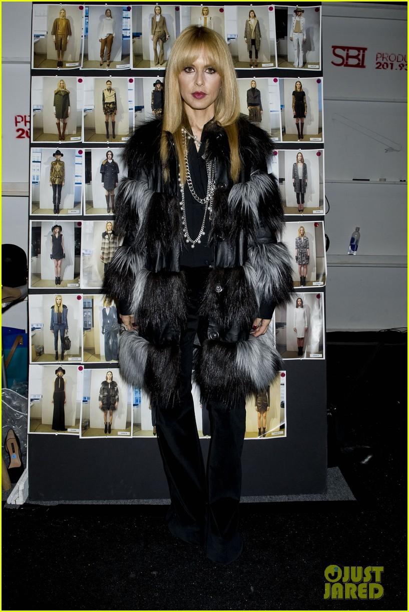 miley cyrus rachel zoe fashion show with mom tish 07