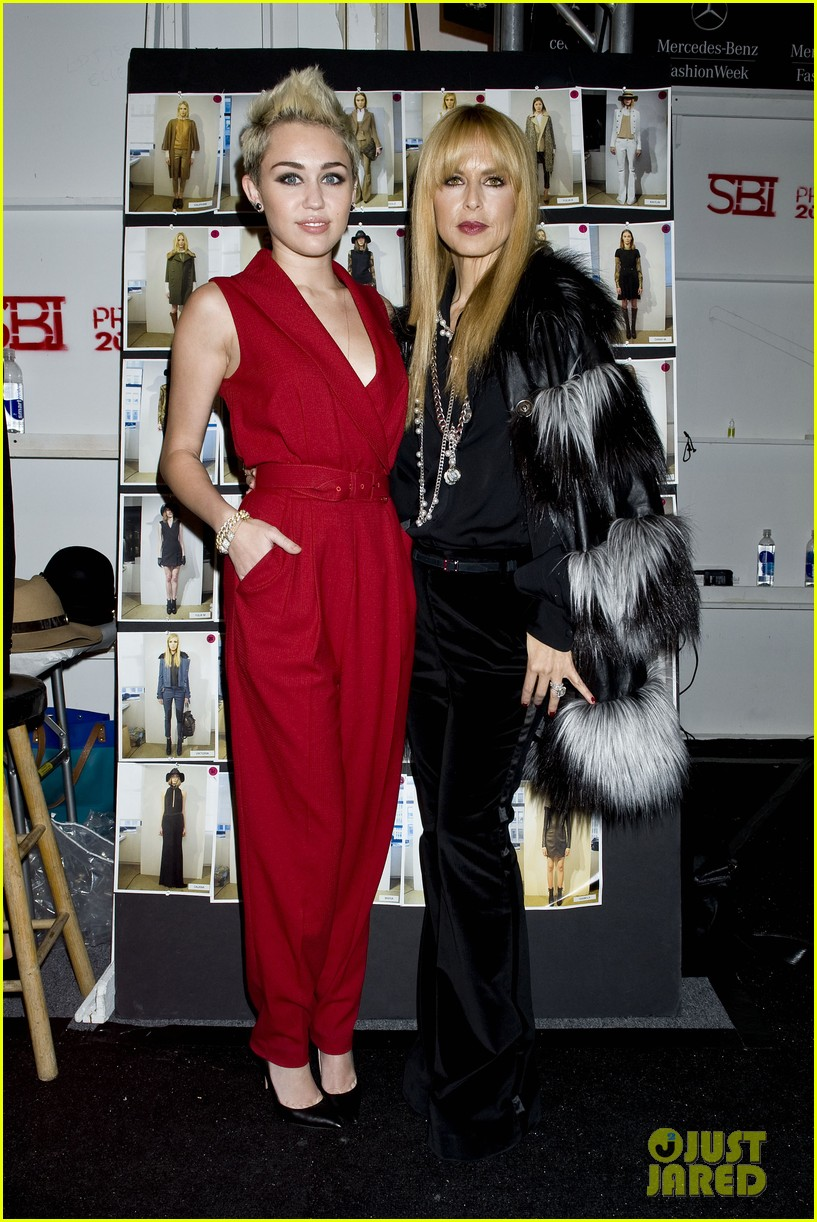 miley cyrus rachel zoe fashion show with mom tish 092811466