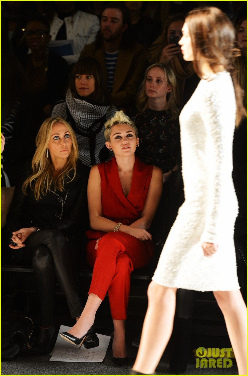 miley cyrus rachel zoe fashion show with mom tish 24