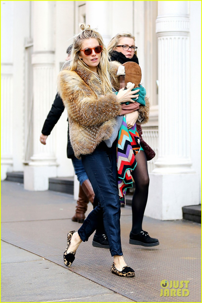 sienna miller cara delevingne takes over pepe jeans roles 022811535