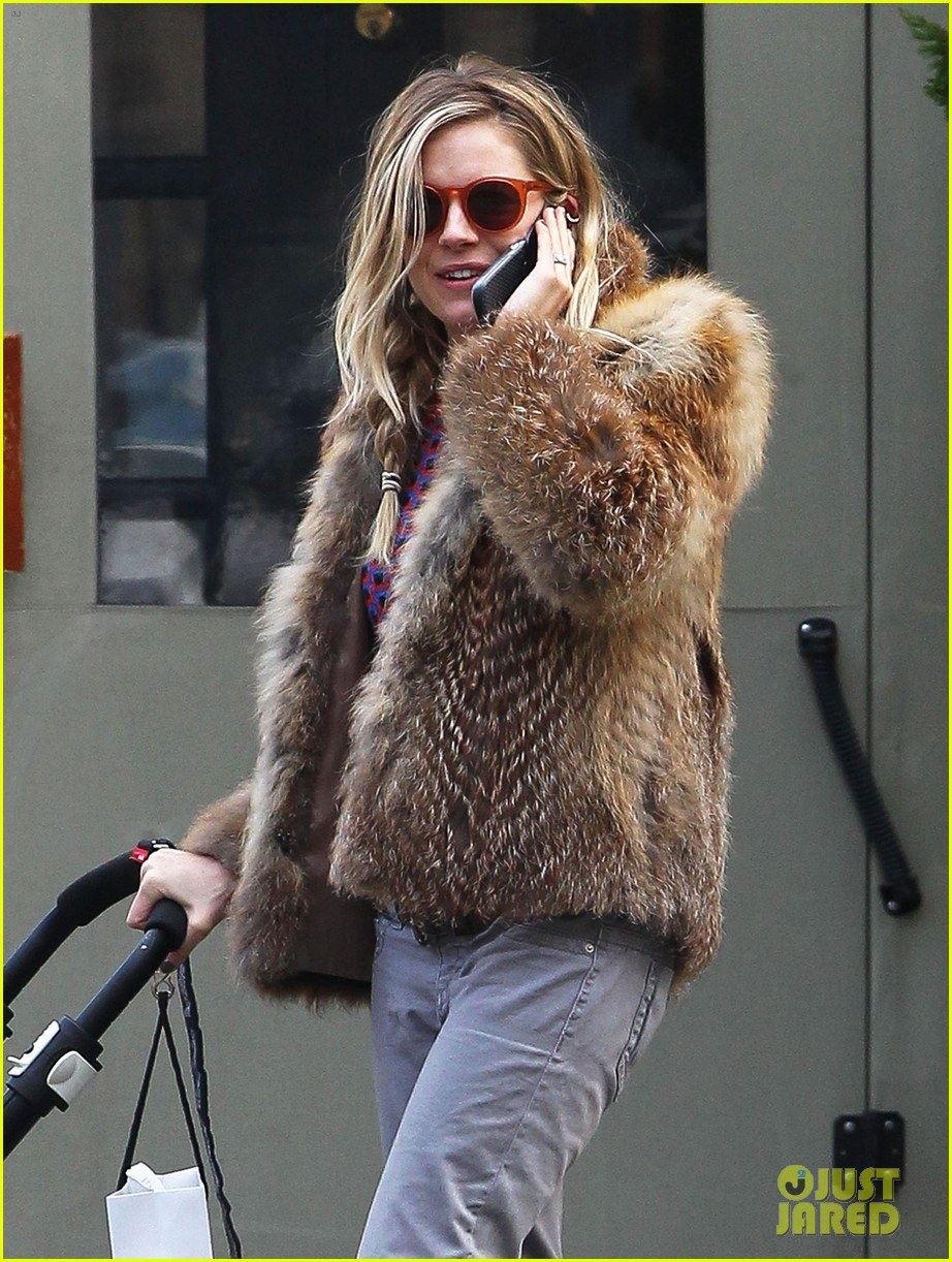 sienna miller cara delevingne takes over pepe jeans roles 122811545