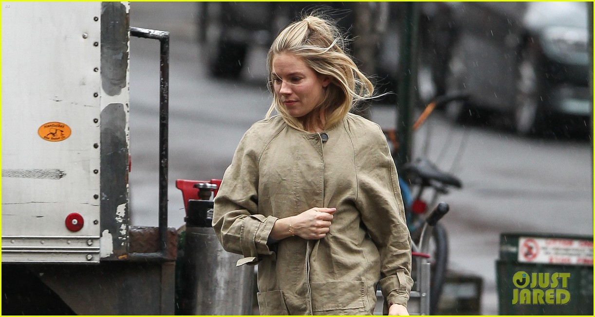 sienna miller runs in the rain 03