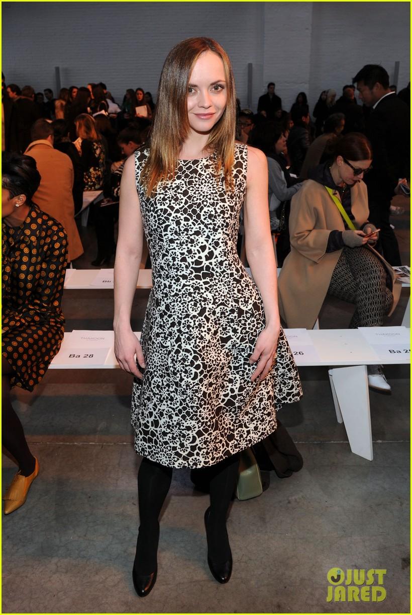 julianne moore jaime king fashion shows in new york 032809817