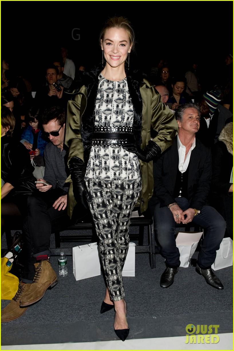 julianne moore jaime king fashion shows in new york 092809823