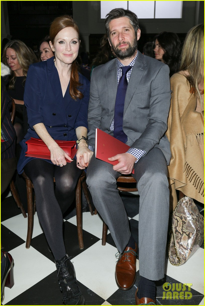 julianne moore jaime king fashion shows in new york 192809833