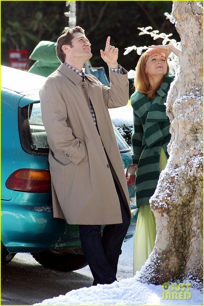 matthew morrison winter wonderland on glee set 042802595