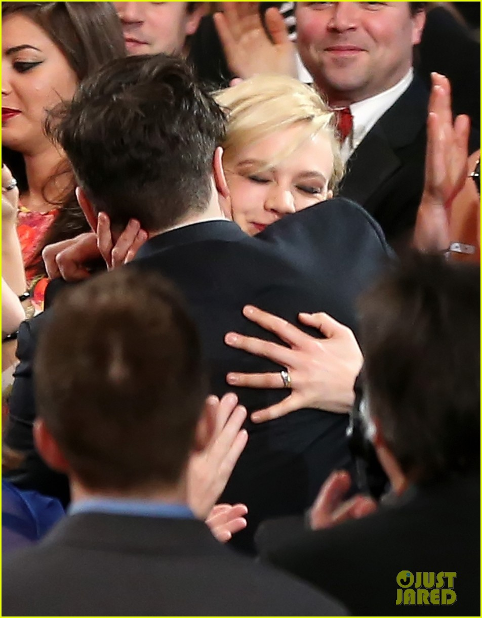 carey mulligan grammys 2013 with marcus mumford 02