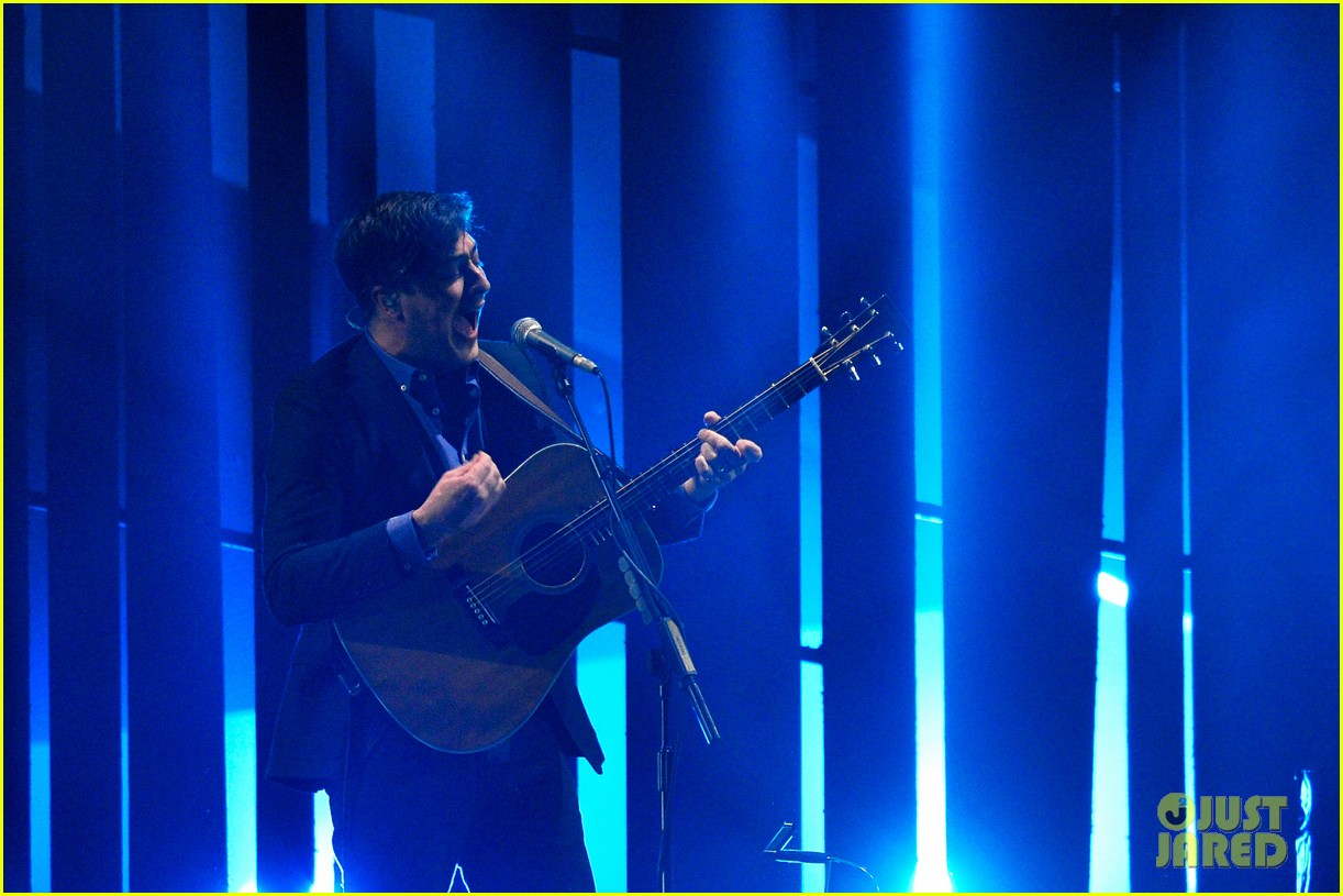 mumford and sons brit awards 2013 performance video 102815978