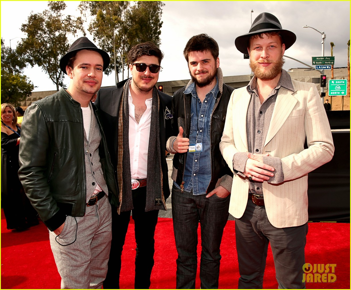 mumford sons gramms 2013 red carpet 012809244