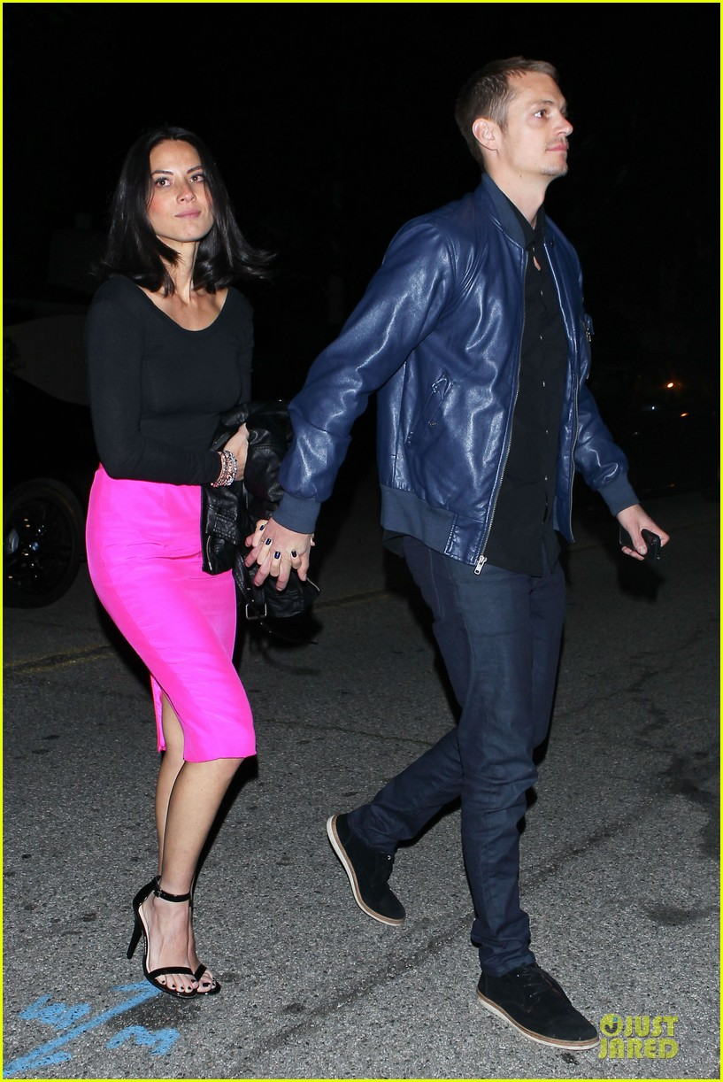 olivia munn joel kinnaman pre oscar house party 03