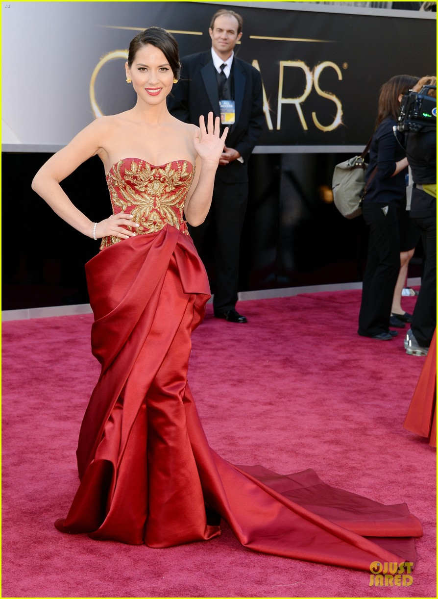 olivia munn oscars 2013 red carpet 012819058