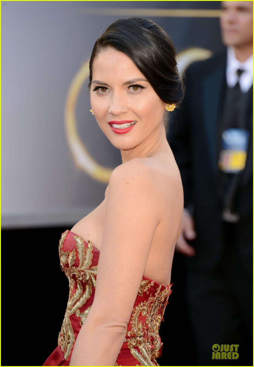 olivia munn oscars 2013 red carpet 02