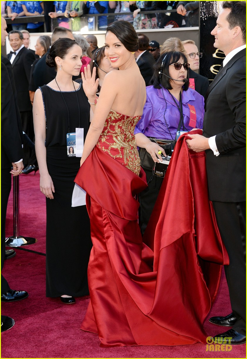 olivia munn oscars 2013 red carpet 06