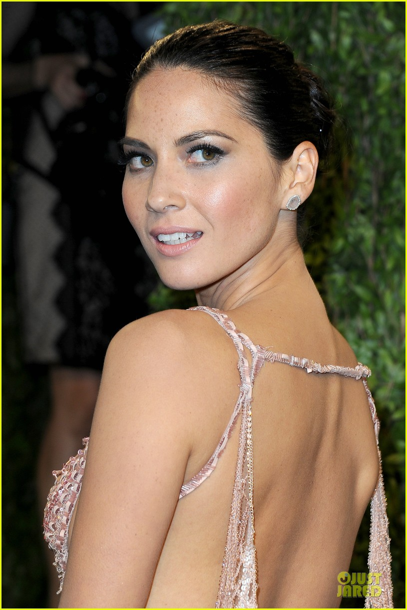olivia munn vanity fair oscars party 2013 02