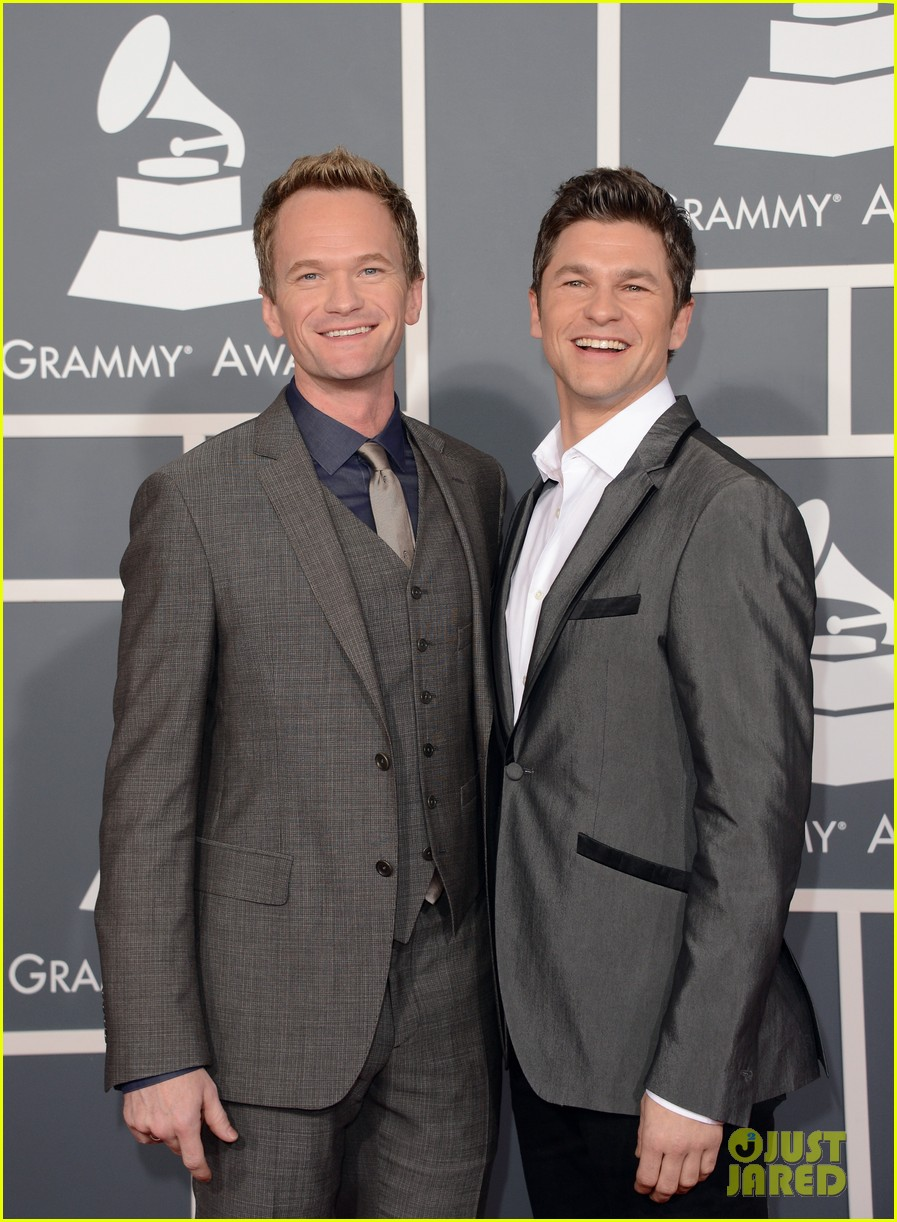 neil patrick harris grammys 2013 red carpet with david burtka 012809302
