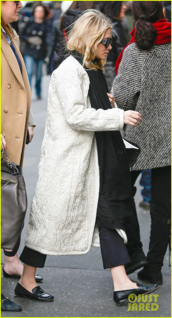 mary kate ashley olsen separate nyc outings 012813988