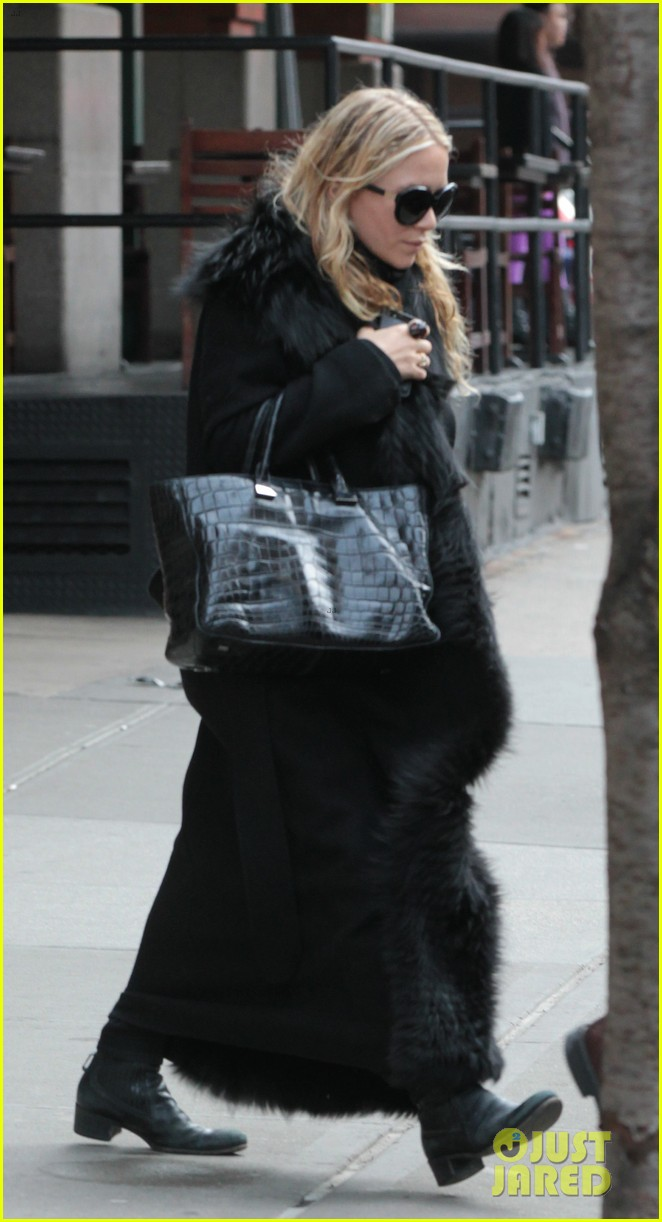 mary kate ashley olsen separate nyc outings 032813990