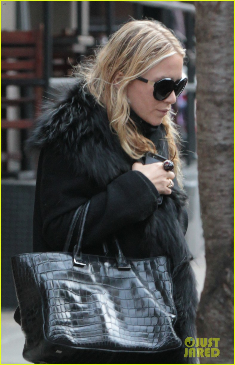 mary kate ashley olsen separate nyc outings 042813991