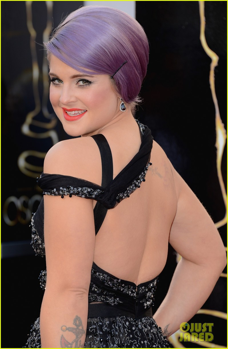 kelly osbourne guiliana rancic oscars 2013 red carpet 022818885