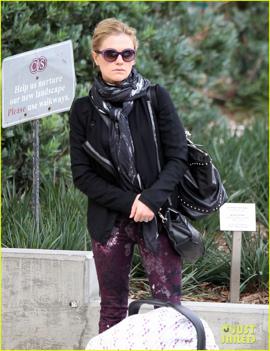 anna paquin stephen moyer baby check up 082807328