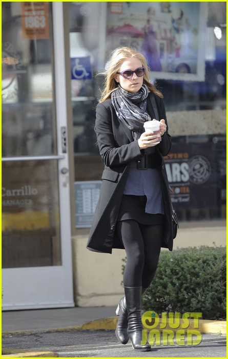 anna paquin friday coffee stop 012808684