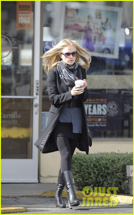 anna paquin friday coffee stop 03