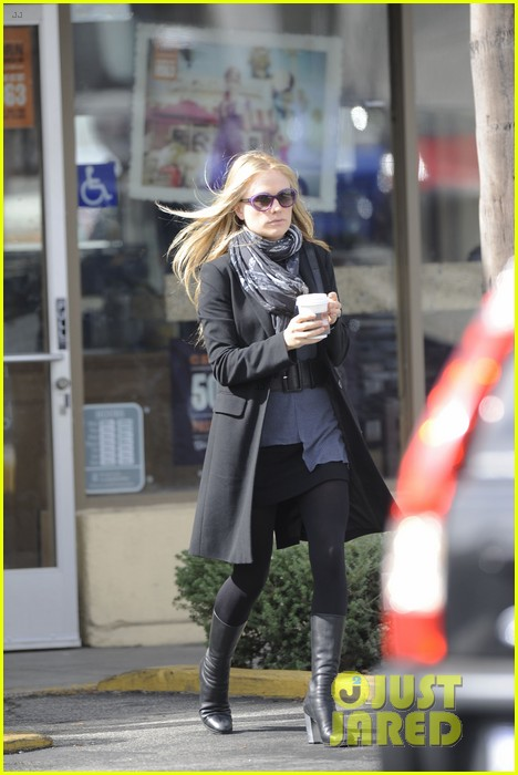 anna paquin friday coffee stop 042808687