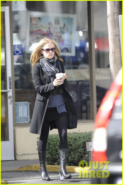 anna paquin friday coffee stop 062808689