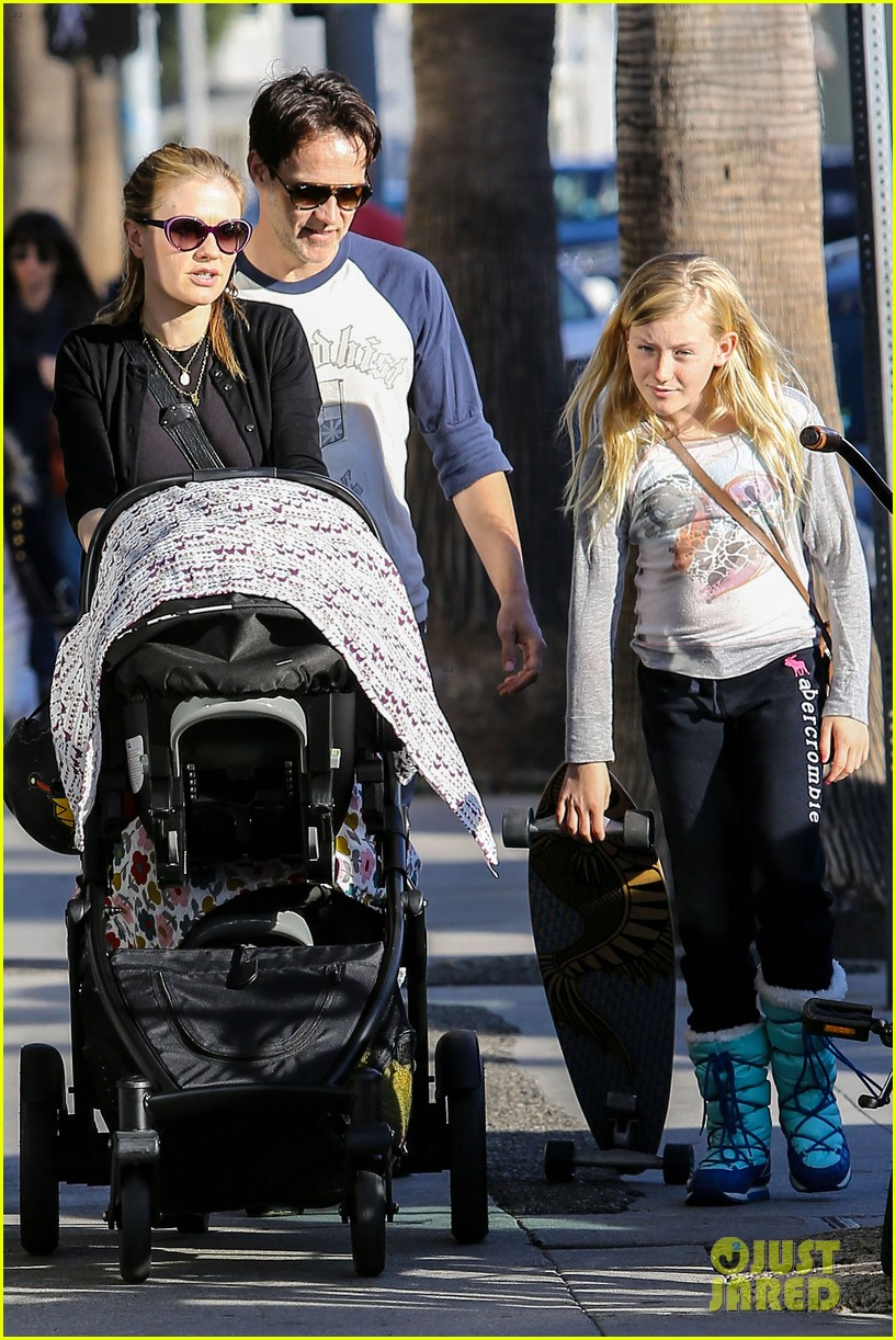 anna paquin shopping with one of her twins 082805996