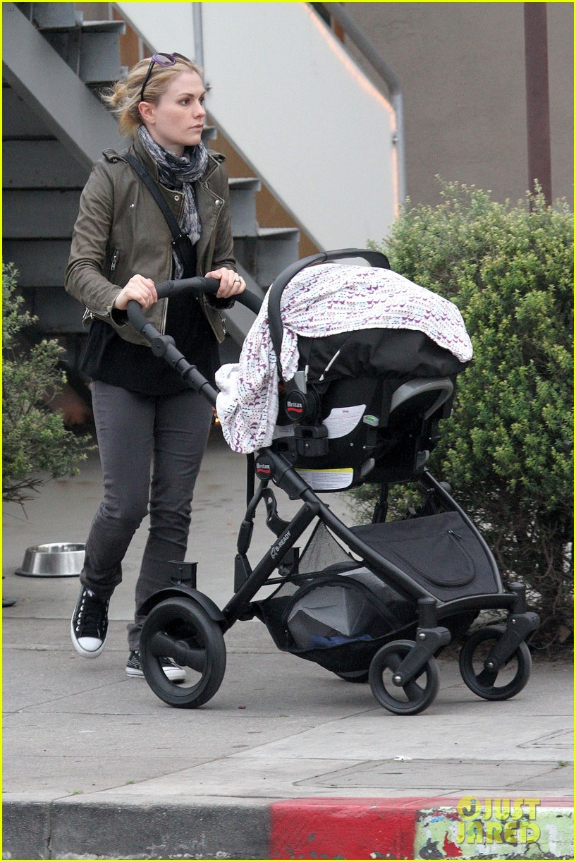 anna paquin shopping with one of her twins 25