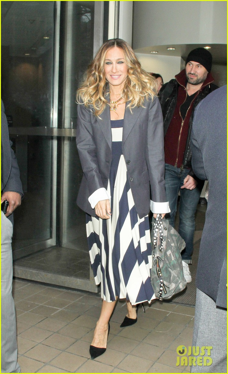 sarah jessica parker bundled up in the big apple 01