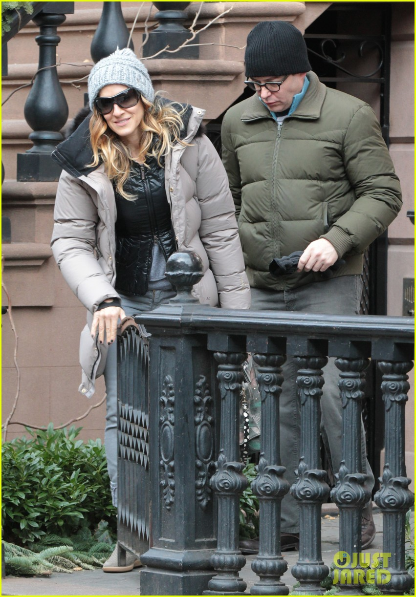 sarah jessica parker bundled up in the big apple 022805114