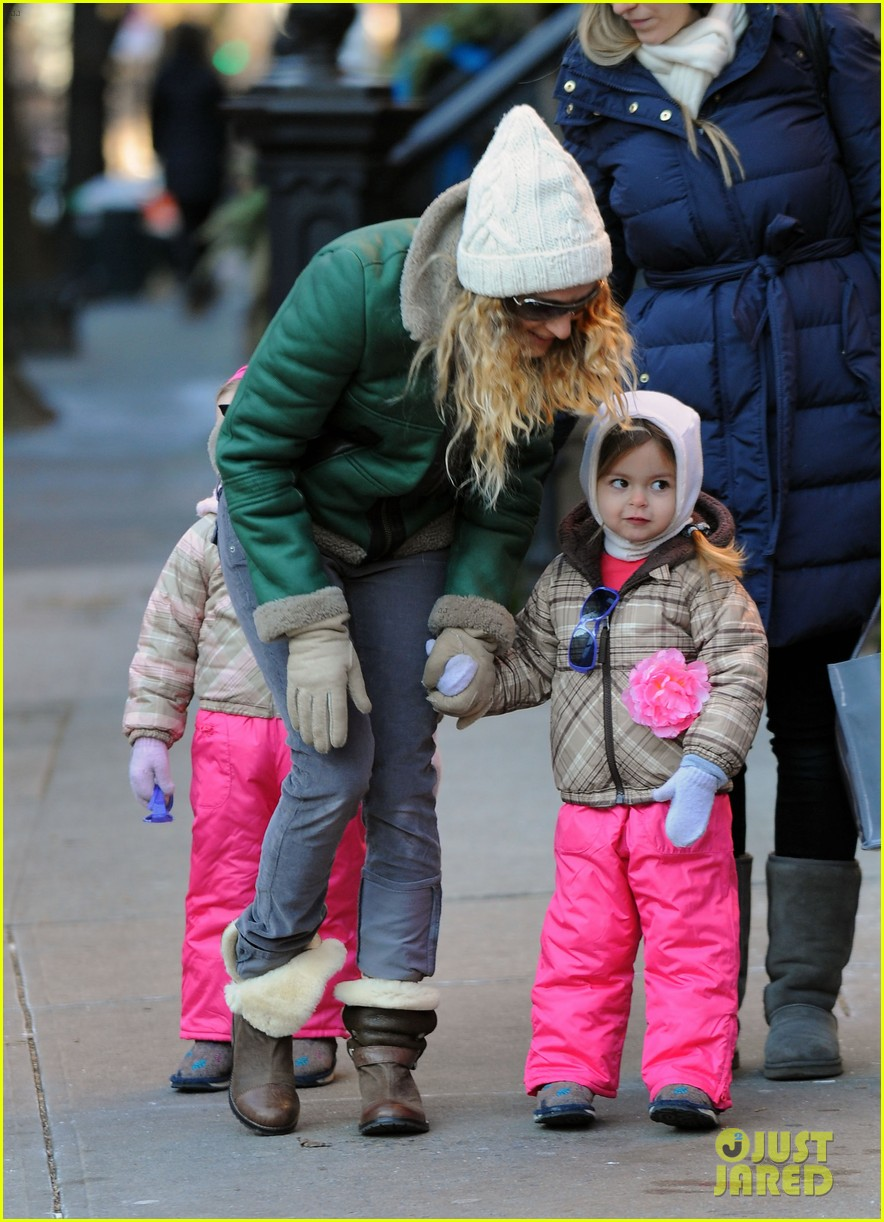 sarah jessica parker bundled up in the big apple 062805118