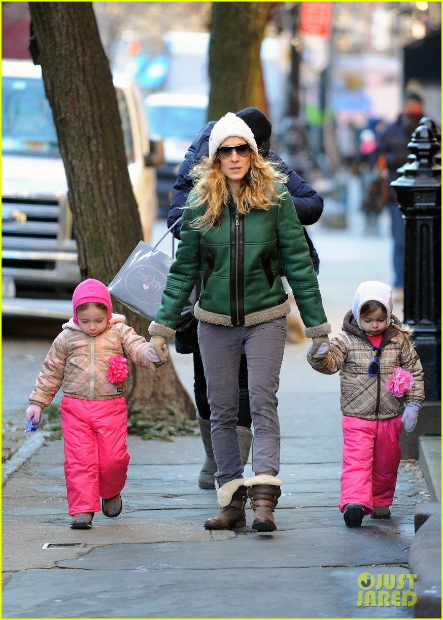 sarah jessica parker bundled up in the big apple 08