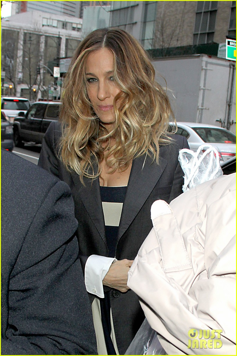 sarah jessica parker bundled up in the big apple 302805142