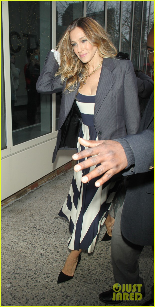 sarah jessica parker bundled up in the big apple 322805144