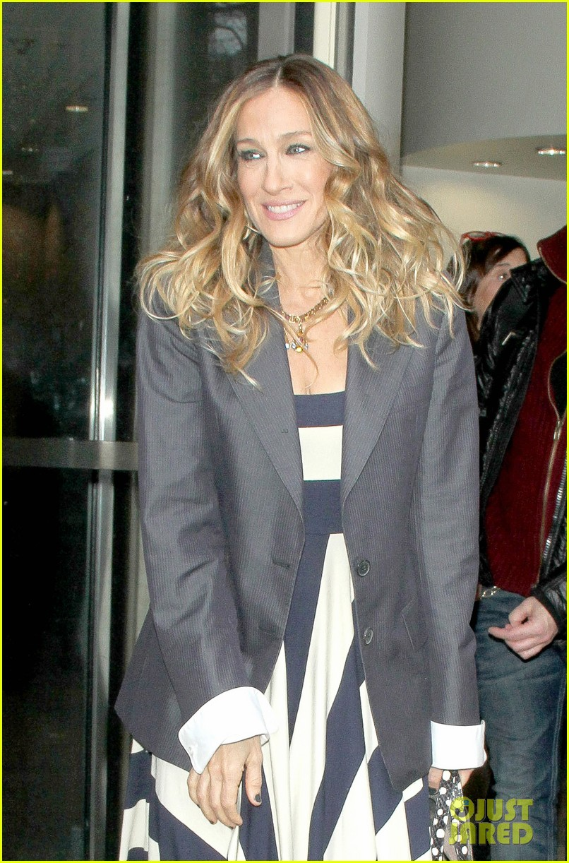 sarah jessica parker bundled up in the big apple 382805150