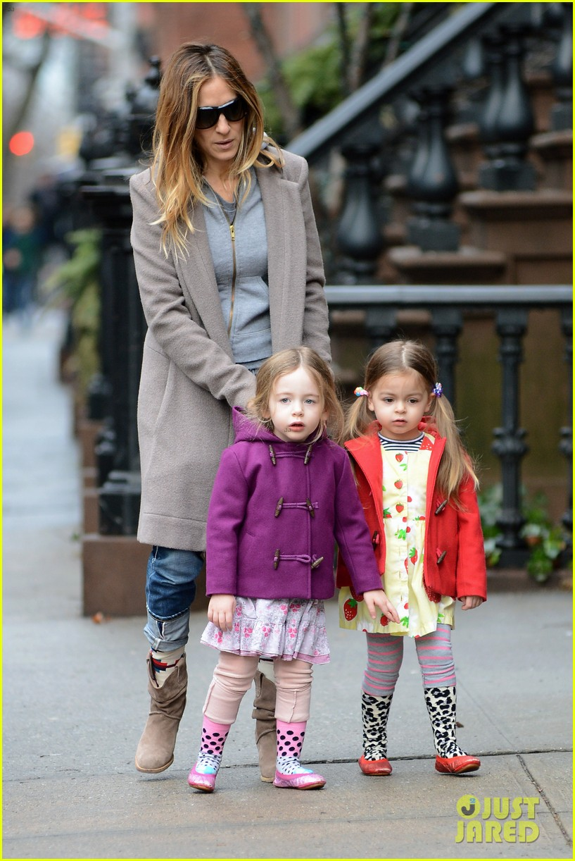 sarah jessica parker morning walk with the twins 012802204