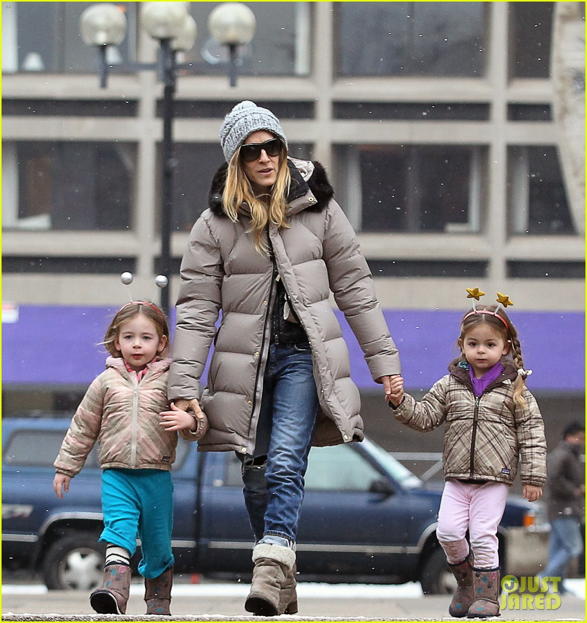 sarah jessica parker morning walk with the twins 052802208
