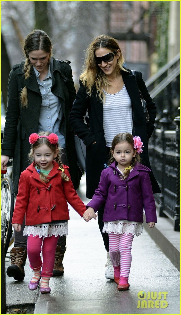 Sarah Jessica Parker Morning Walk With The Twins Photo