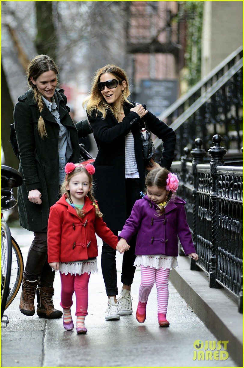sarah jessica parker morning walk with the twins 072802210