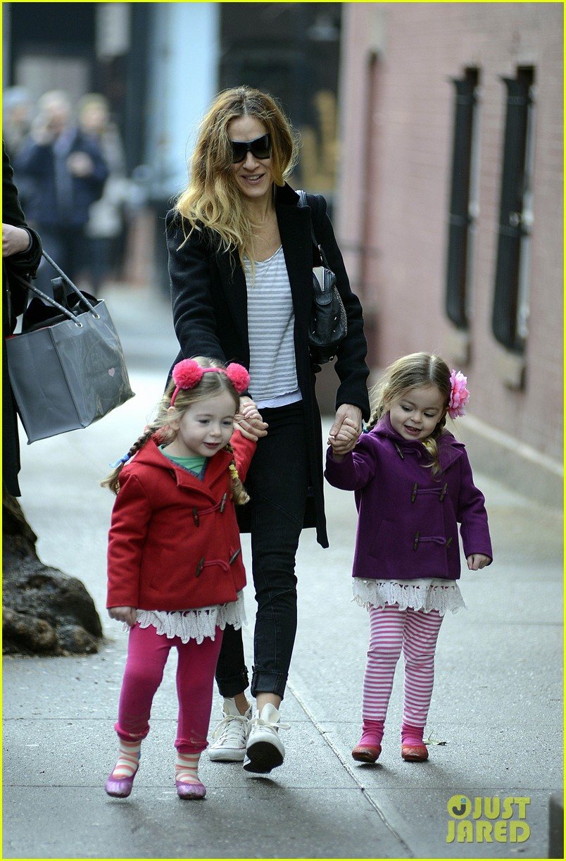 sarah jessica parker morning walk with the twins 082802211
