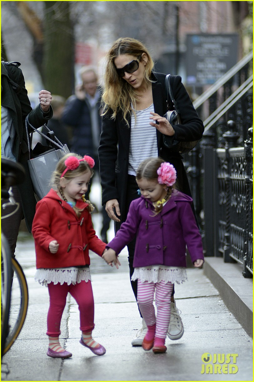 sarah jessica parker morning walk with the twins 102802213